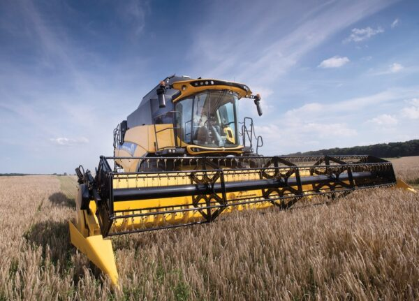 New Machinery New Holland CR7 Combine